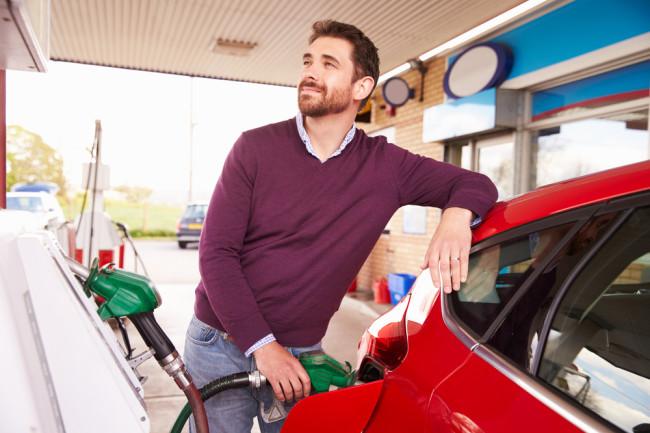 Γιατί μας αρέσει να μυρίζουμε βενζίνη